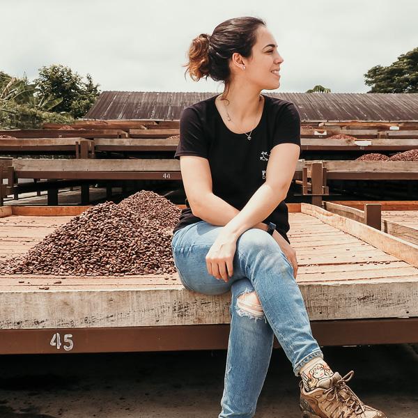 Mary en finca de cacao